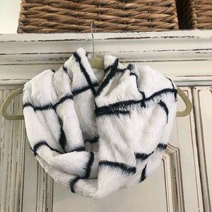 Anthropologie fleece circle scarf